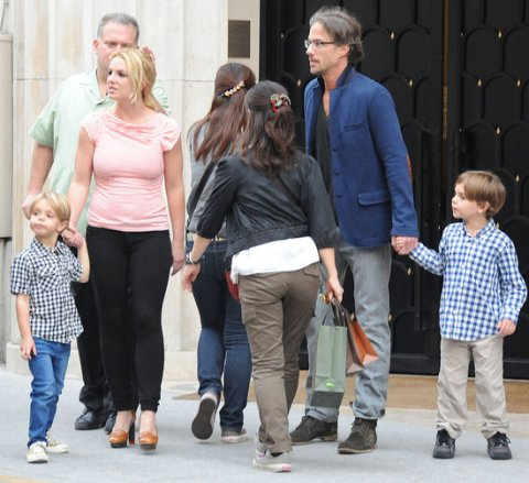 Britney-Spears-Sons-Boyfriend-London-Pictures