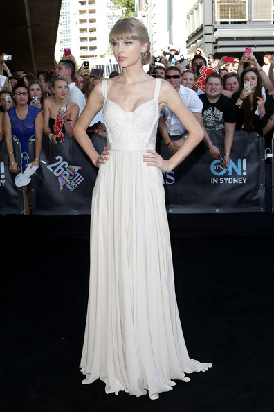 Taylor-Swift-26th-annual-ARIA-awards-2012-white-evening-dresses