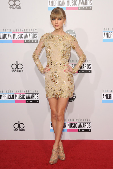 Taylor Swift Wears a Deep V-neck Prom Dress On 2013 CPA Carpet—Good ...