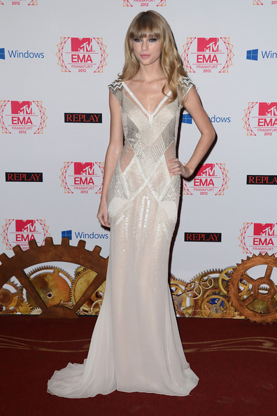Taylor-Swift-EMA-MTV-long-v-neck-prom-dresses