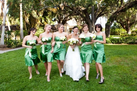 18-bride-bridesmaids-green-dress-sash-grass