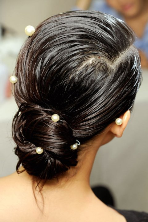 cool-pearl-accessoried-wedding-hairstyles-with-buns