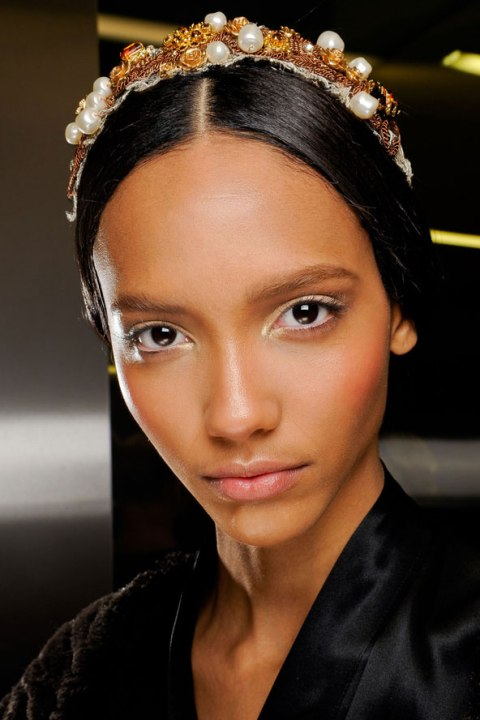 traditional-wedding-hairstyles-dolce-gabbana