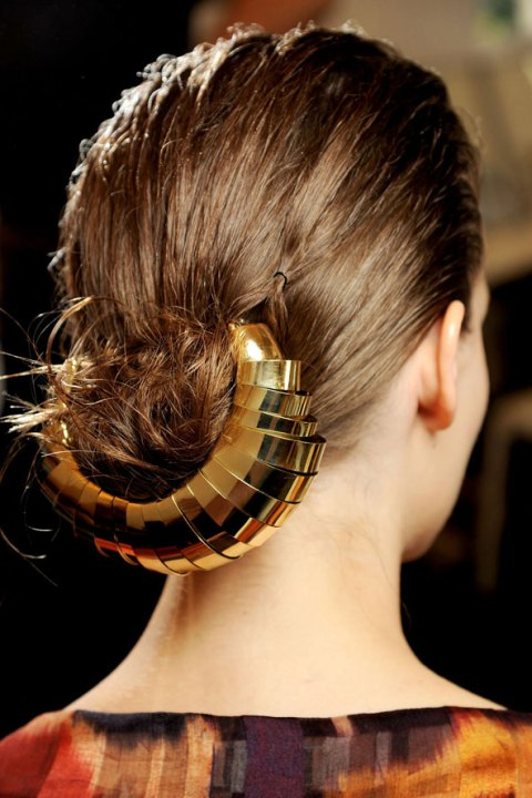 wedding-hairstyles-with-gold-accessories